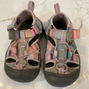 Toddler Girls Size 9 Keens